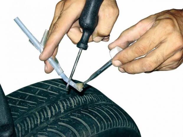Що потрібно мати під рукою для ремонту безкамерних шин?