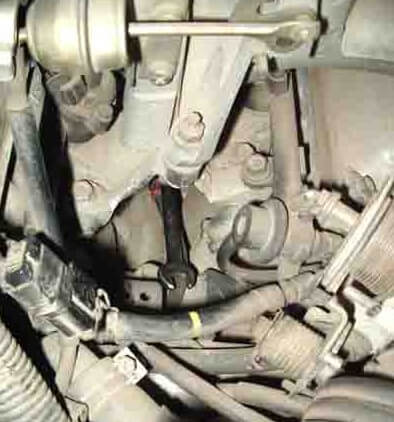 Заміна датчика детонації на Nissan Cefiro/Maxima A32