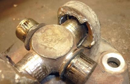 Несправності і причини для ремонту карданного валу Ніссан
