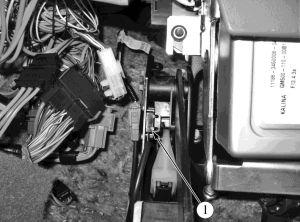 Вимикач сигналу положення педалі зчеплення в Пріорі, Калині